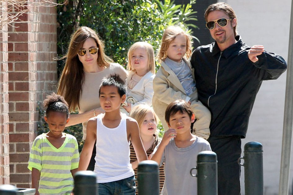 Angelina Jolie, Brad Pitt e filhos (Foto: Reprodução)