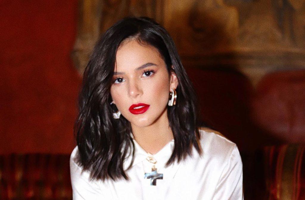 Bruna Marquezine abusou da pose sexy (Foto: Reprodução/ Instagram)