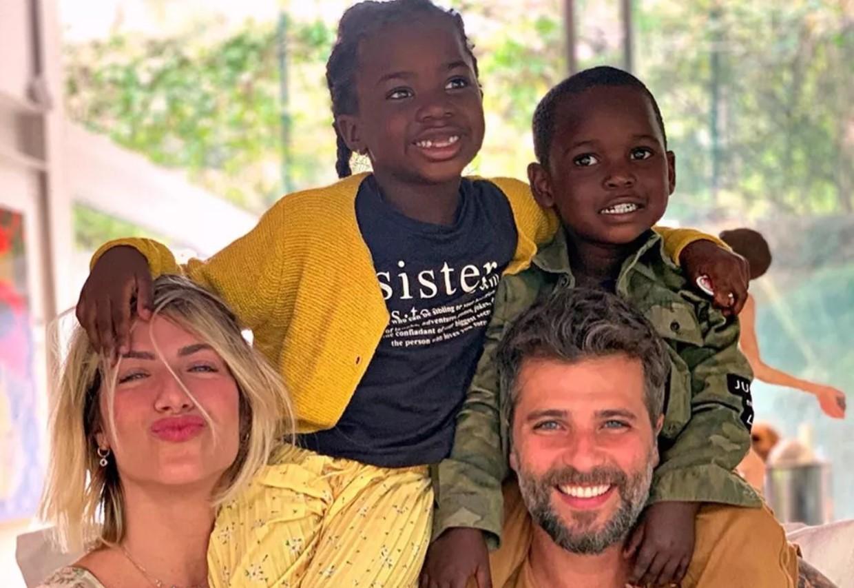 Bruno Gagliasso ao lado da esposa e dos filhos (Foto: Reprodução)