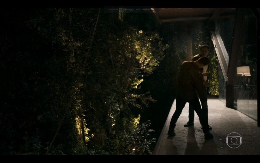 Camilo leva surra em A Dona do Pedaço antes de morrer (Foto: Reprodução)