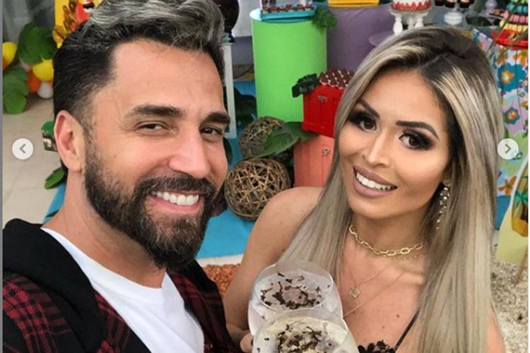 Latino e sua namorada, Rafaella Ribeiro (Foto: Reprodução)