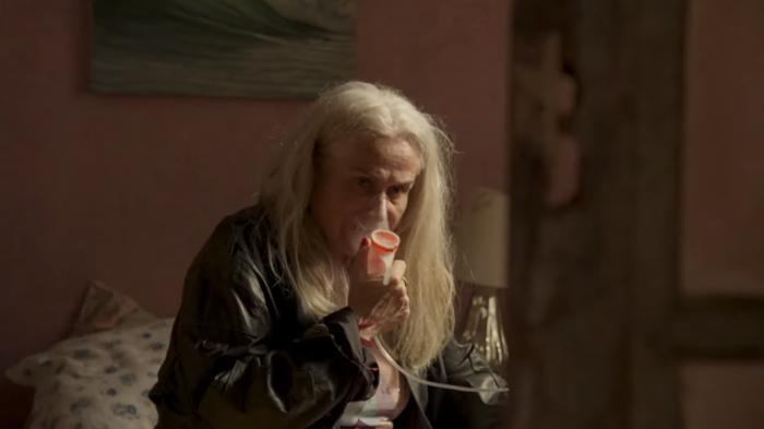 Vera Holtz viverá Kátia, mãe adotiva de Sandro (Humberto Carrão) em Amor de Mãe (Foto: Reprodução/Globo)