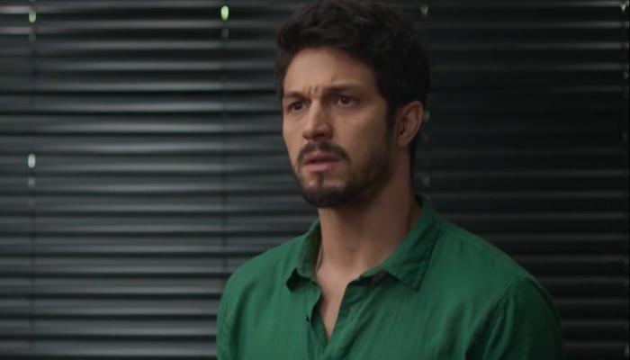 Romulo Estrela (Marcos) em cena de Bom Sucesso, que teve queda de audiência (Foto: Reprodução/Globo)
