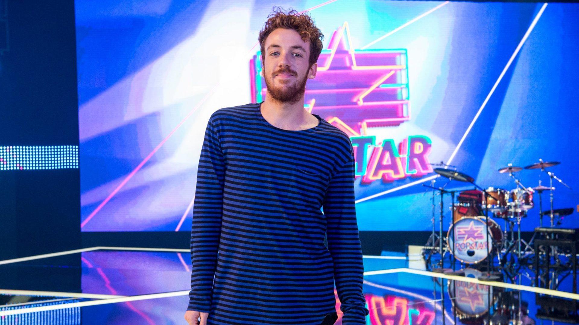 O repórter João Côrtes é o repórter do programa Popstar (Foto: Reprodução)