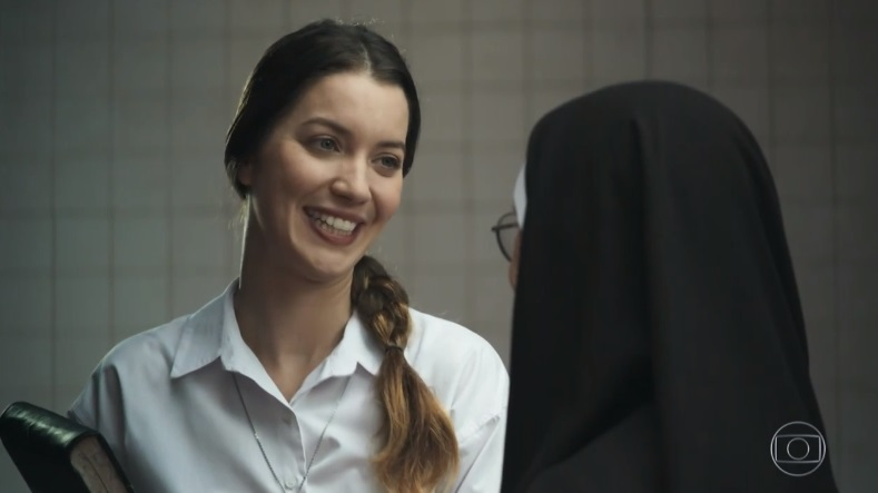 Fabiana conversa com a Madre Superiora em cena de A Dona do Pedaço (Reprodução: Rede Globo)