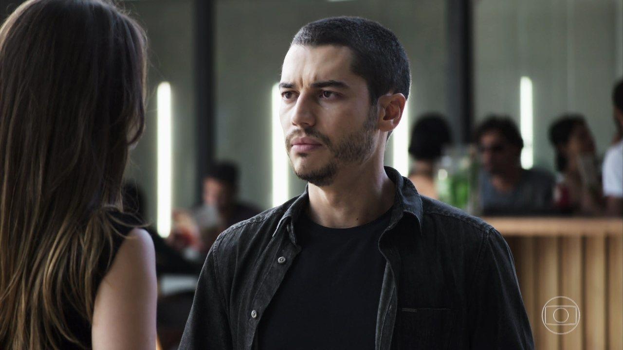 Camilo (Lee Taylor) promete se tornar bonzinho antes de ser morto em A Dona do Pedaço da Globo (Reprodução/TV Globo)