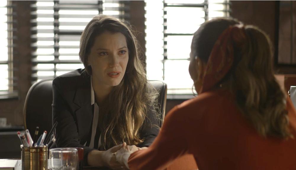 Fabiana e Maria da Paz em cena da novela das 21h, A Dona do Pedaço (Foto: Reprodução)