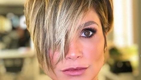 `Atriz Flávia Alessandra surgiu exibindo o seu novo visual