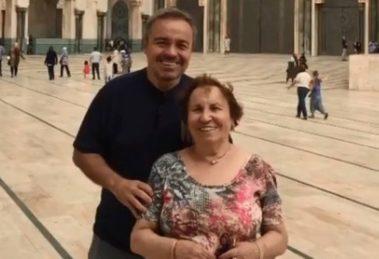 O apresentador da Record, Gugu Liberato e sua mãe Maria do Céu (Imagem: Instagram)