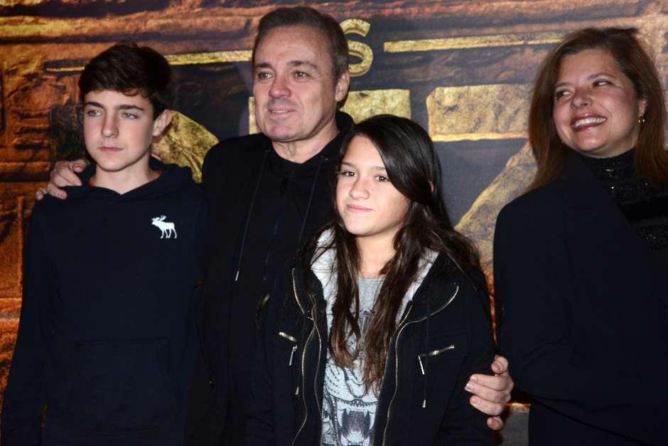 Família de Gugu Liberato, incluindo a esposa (Foto: Reprodução)