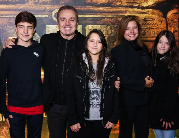 Gugu Liberato, Rose Miriam di Matteo e os três filhos (Foto: Reprodução)