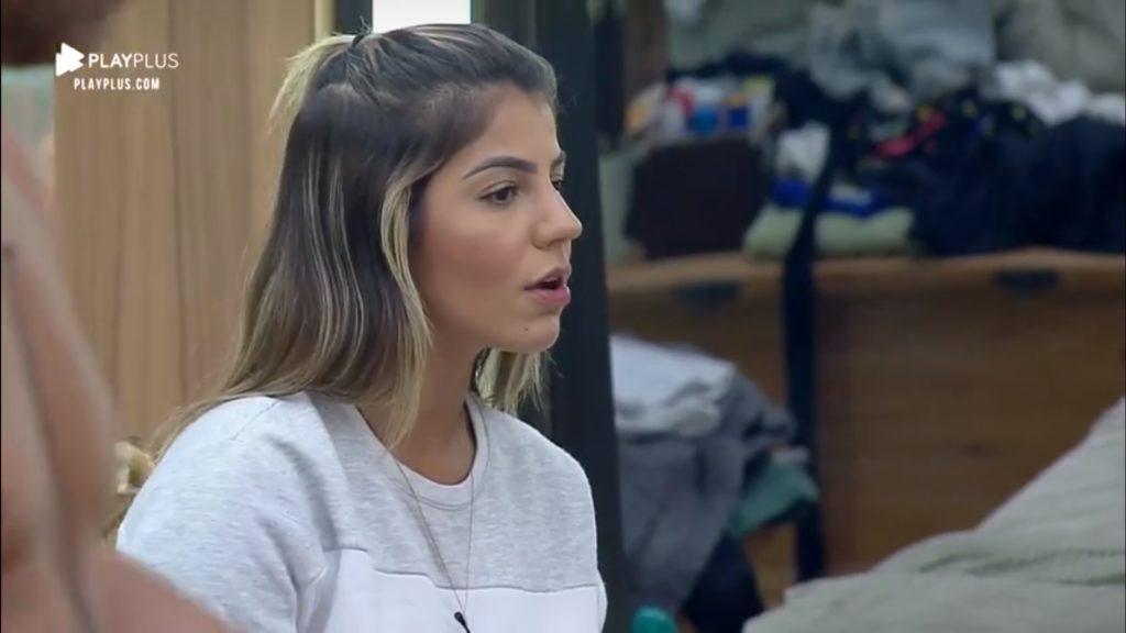 Hariany Almeida é pega de surpresa por Thayse Teixeira sobre invasão de carro de som e helicóptero em A Fazenda da Record (Reprodução: PlayPlus)