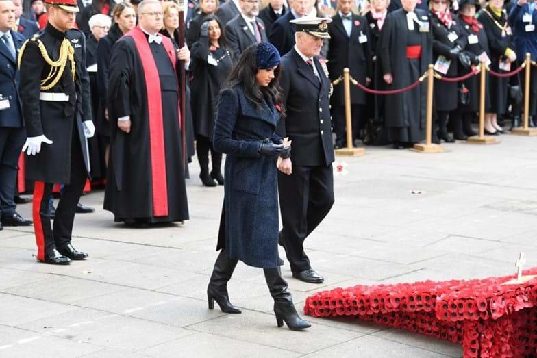 Meghan e Harry participam da Remembrance Day na Abadia de Westminster (Foto: Reprodução)