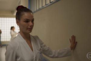 Betina (Isis Valverde) em cena de Amor de Mãe (Foto: Reprodução/TV Globo)