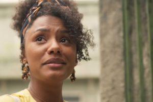 Jessica Ellen viverá tensa batalha para transformar a educação em sua comunidade em Amor de Mãe