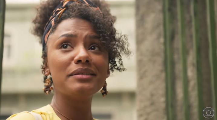 Jéssica Ellen viverá tensa batalha para transformar a educação em sua comunidade em Amor de Mãe (Foto: Reprodução/Globo)