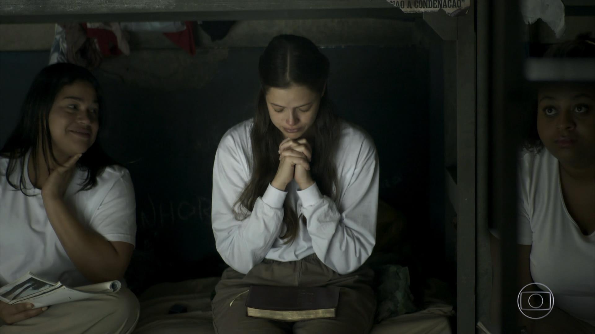 Josiane sai da cadeia em A Dona do Pedaço (Foto: Reprodução)
