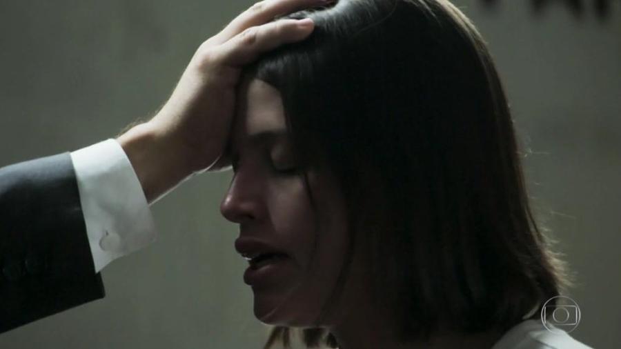 Josiane se converte na prisão em A Dona do Pedaço(Foto: Reprodução)