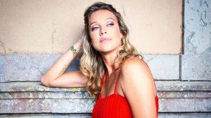 A atriz Luana Piovani está cada vez mais ousada (Foto: Reprodução)