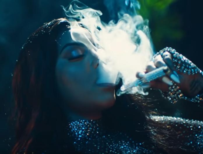 Ludmilla maconheira Ludmilla apareceu fumando em clipe (Foto: Reprodução)