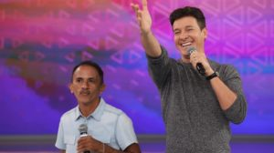 O cantor Manoel Gomes durante participação no Hora do Faro (Foto: Reprodução)