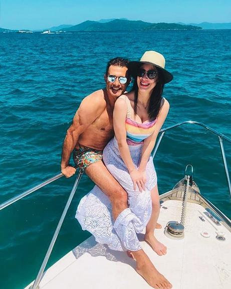 Marcos Pasquim posou ao lado da namorada, Mariana Britto, após curtirem fim de semana juntos (Foto: Reprodução)