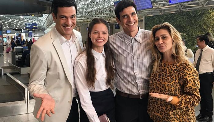 Mateus Solano com Agatha Moreira, Reynaldo Gianecchini e a diretora Amora Mautner em gravação de A Dona do Pedaço (Foto: Reprodução/Instagram)