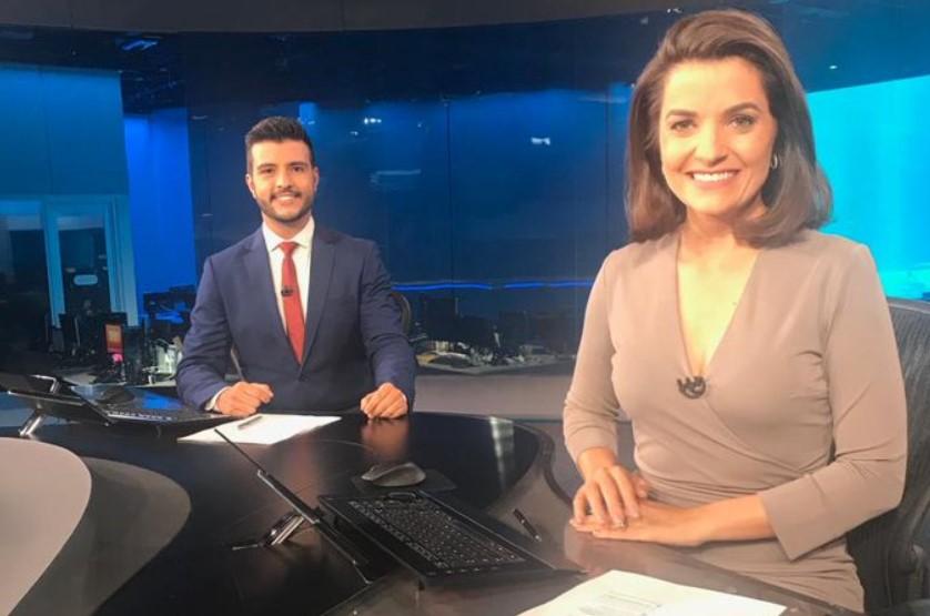Matheus Ribeiro e Larissa Pereira comandaram o Jornal Nacional neste sábado (09) (Foto: Reprodução)