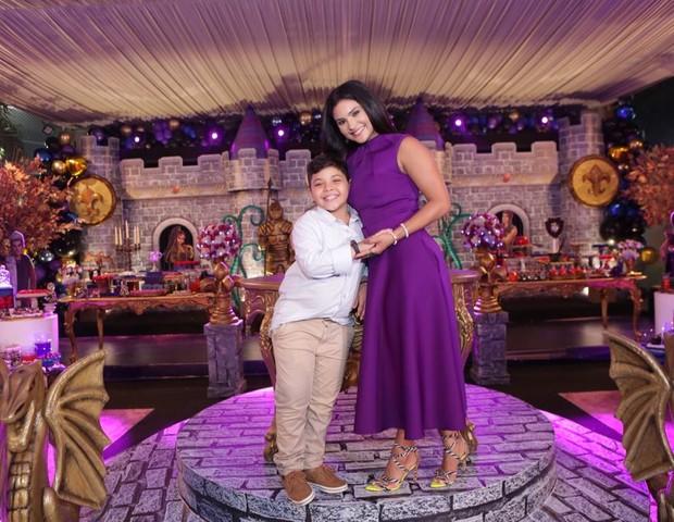 Mileide Mihaile e o filho Yhudy, fruto de seu relacionamento com Wesley Safadão (Foto: Studio3fotografia/Divulgação)