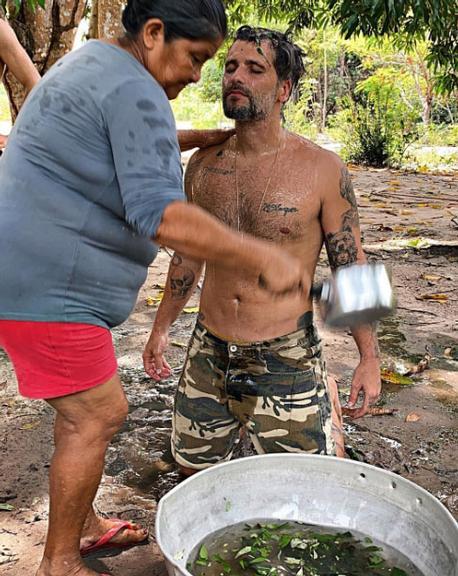 Na Amazônia, Bruno Gagliasso surge em ritual indígena: ''Uma nova vida'' (Reprodução/Instagram)