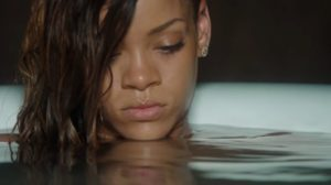Rihanna usa suas redes sociais para dizer aos fãs que esse ano foi esmagador (Foto: Reprodução)