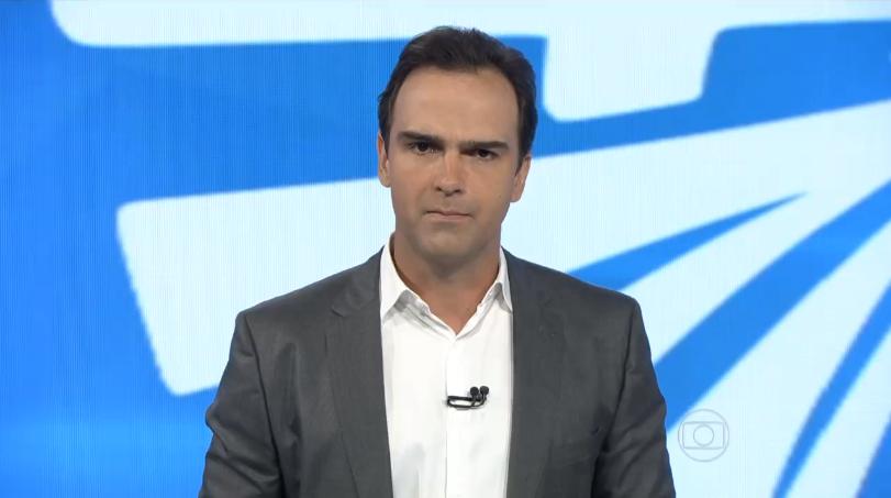 Tadeu Schmidt no comando do Fantástico, programa da Globo (Foto: Reprodução)