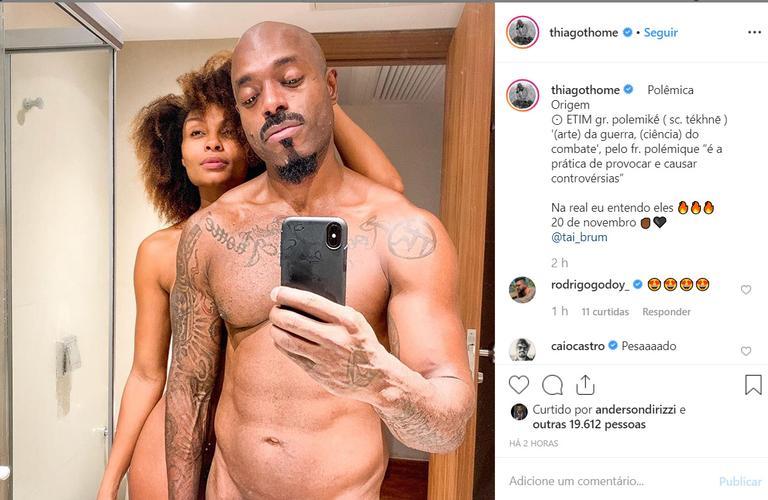 Ator de A Dona do Pedaço, Thiago Thomé surge nu em foto com a esposa (Foto: Instagram)