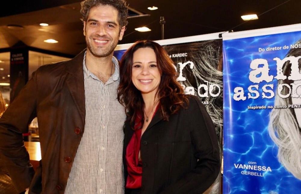 Vanessa Gerbelli ao lado do namorado, que mora em uma cidade diferente da dela (Foto: Reprodução)