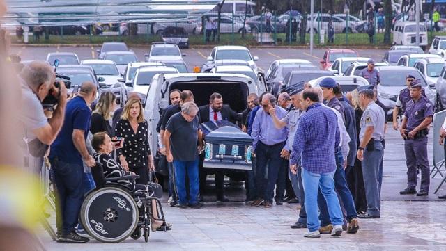 Chegada do corpo de Gugu Liberato (Foto: Reprodução)