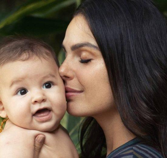 Rael e Isis Valverde que estreia como a enfermeira Betina de Amor de Mãe na Globo (Foto: Karine Basilio/O GLOBO)