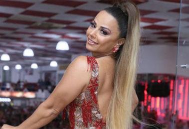 A famosa atriz da Globo e rainha de bateria do Salgueiro, Viviane Araújo voltou a causar alvoroço ao mostrar o seu corpão na internet (Foto: Reprodução/ Instagram)