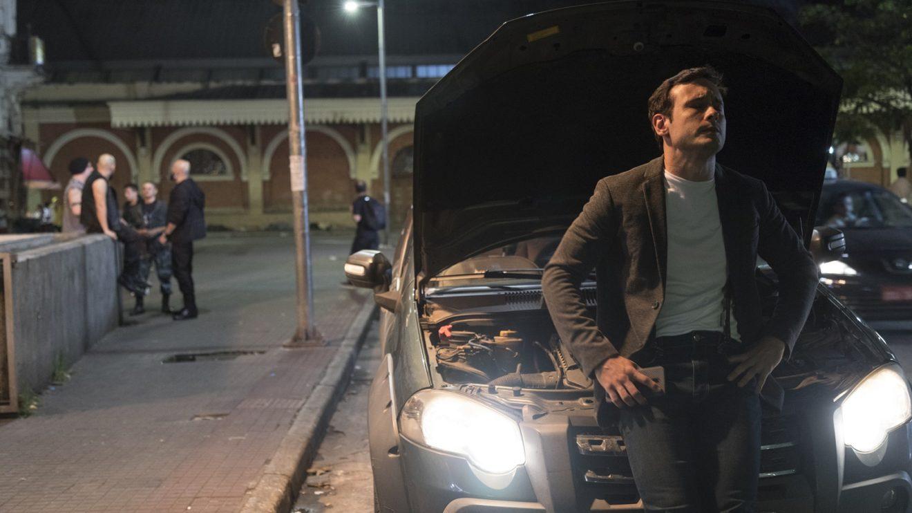 Pedro Antônio é atacado por neonazistas na novela Amor sem Igual