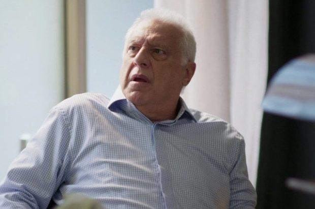 Alberto em cena da novela das 19h da Globo, Bom Sucesso (Foto: Reprodução)