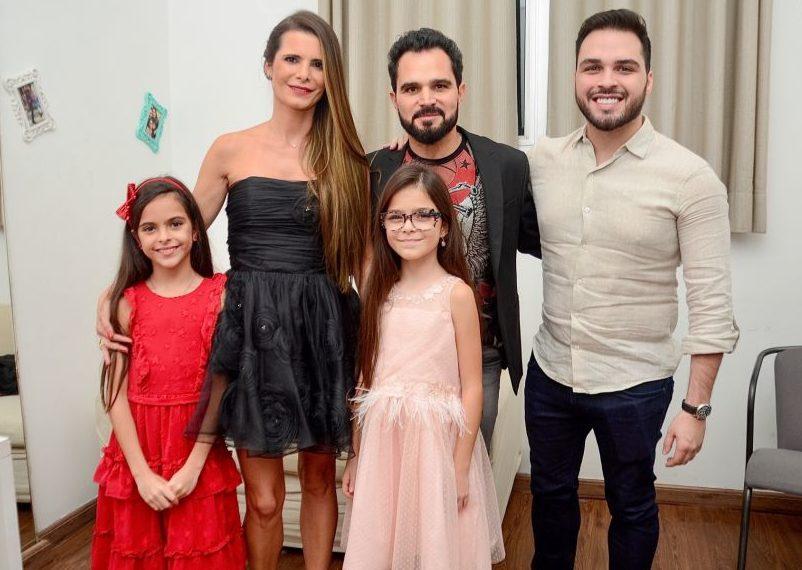 Luciano Camargo, Flávia, Nathan e as gêmeas. Foto: Reprodução