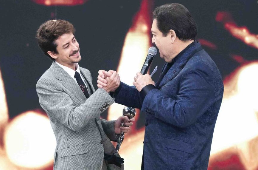 Jesuíta Barbosa venceu como Melhor Ator. Foto: Reprodução