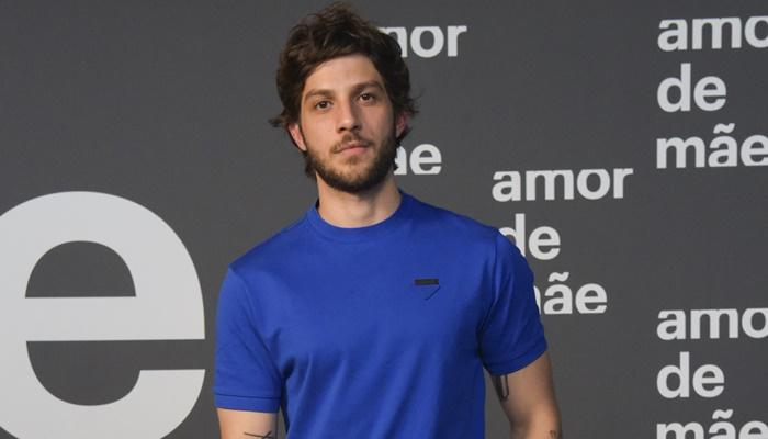 Chay Suede no lançamento da novela Amor de Mãe; ator vai se afastar da novela das nove (Foto: Globo/Estevam Avellar)