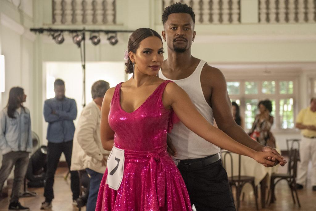 Francisca ( Gabriela Moreyra ) e Ramon ( David Junior ) no concurso de dança.