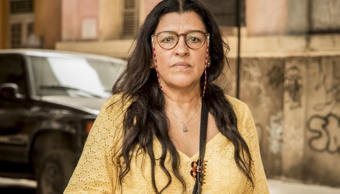 Lurdes (Regina Casé) em Amor de Mãe (Foto: Globo/João Cotta)