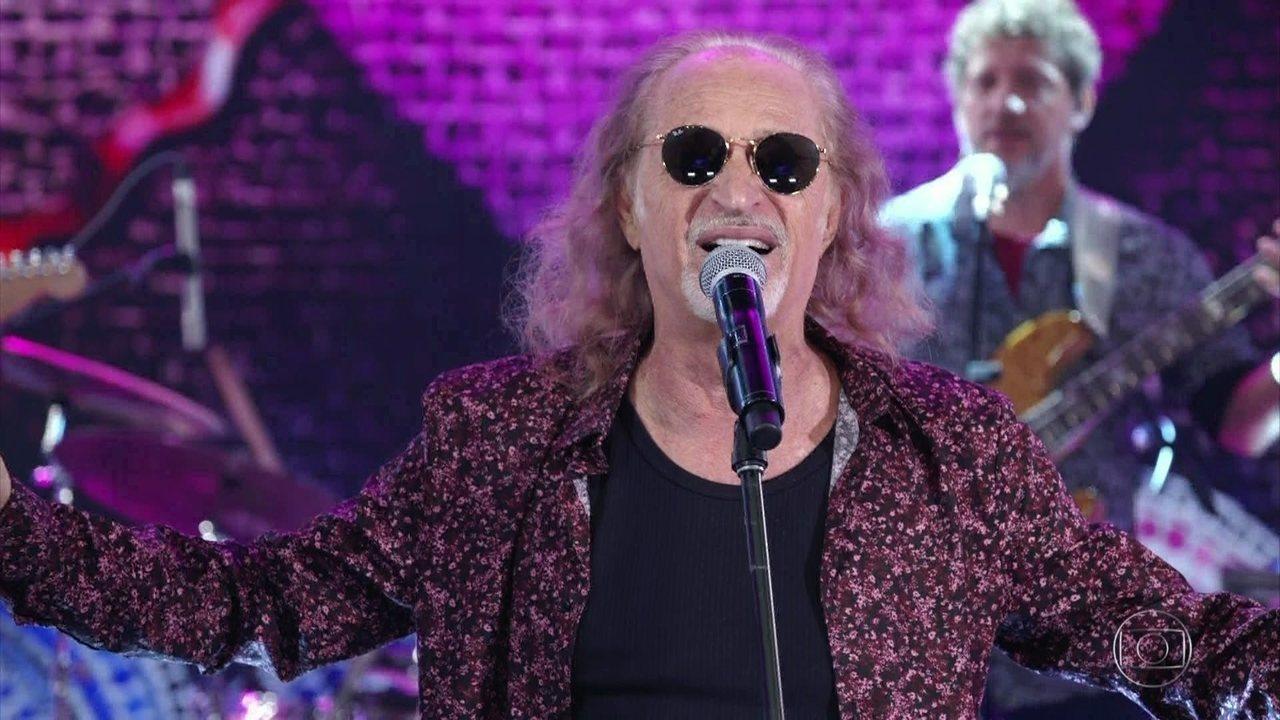 O cantor Alceu Valença animou o público durante participação no Domingão do Faustão (Foto: Reprodução)