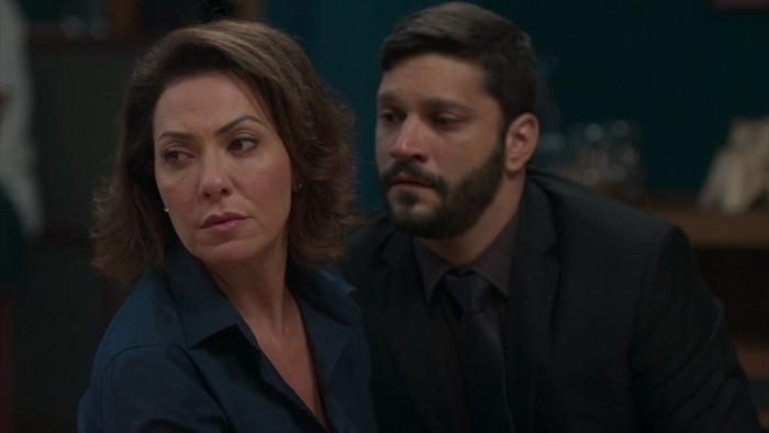 Nana (Fabiula Nascimento) e Diogo (Armando Babaioff) em Bom Sucesso (Foto: Reprodução/Globo)