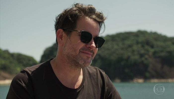 Raul (Murilo Benício) tem passado com Vitória (Taís Araújo) na novela Amor de Mãe e segredo bombástico (Foto: Reprodução/Globo)