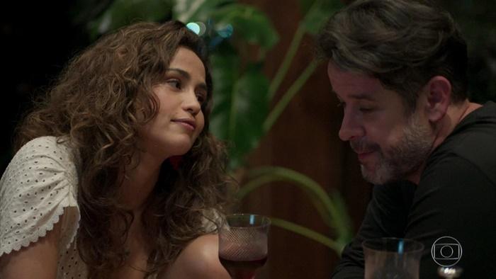 Érica (Nanda Costa) e Raul (Murilo Benício) na novela das nove da Globo (Foto: Reprodução/Globo)