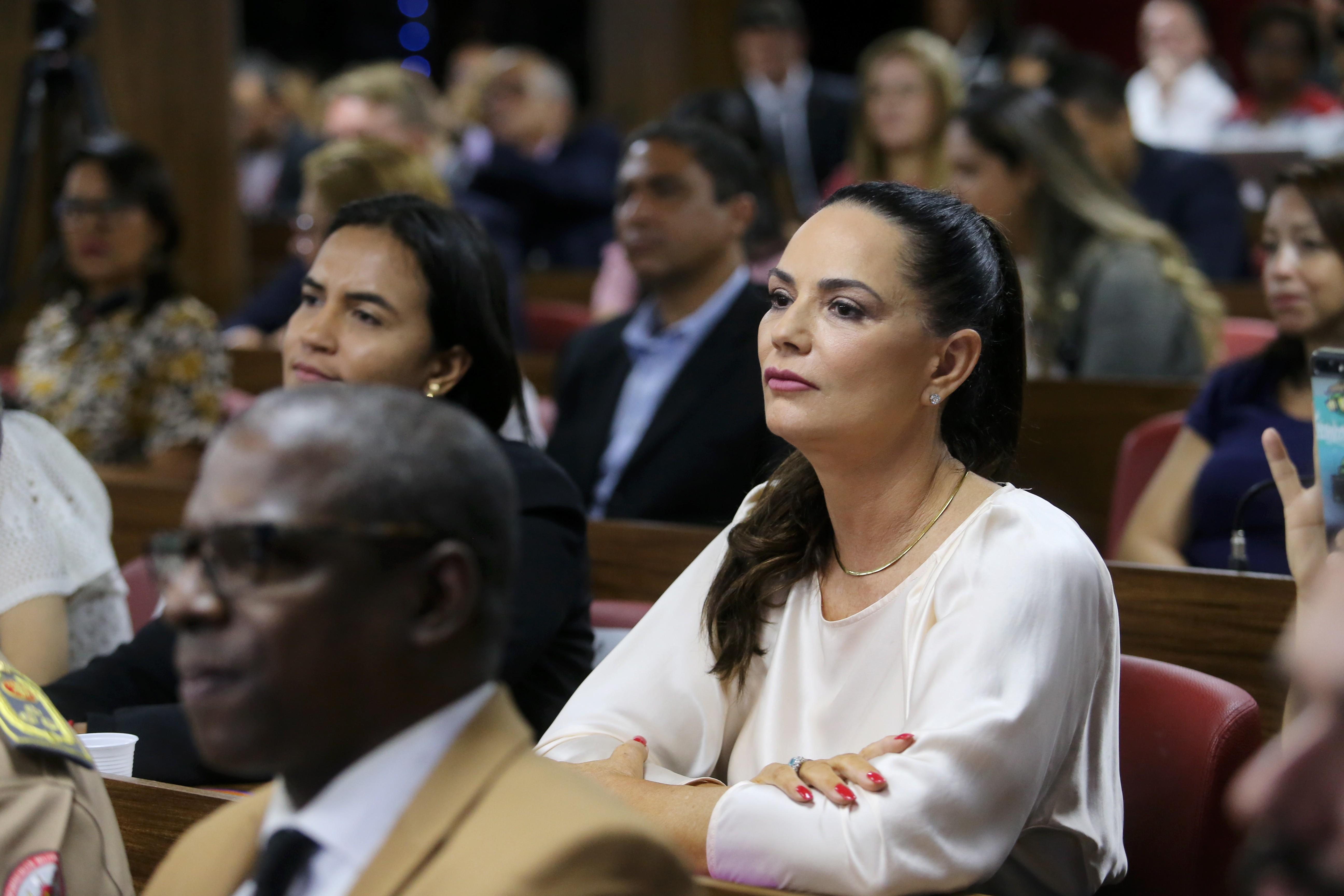 A modelo Luiza Brunet durante julgamento (Foto: Reprodução)
