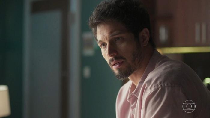 Marcos (Romulo Estrela) em Bom Sucesso (Foto: Reprodução/Globo)